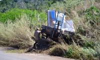 Caminhão bate em defensa metálica no mirante de Taquaruçu; condutor e passageiro saem ilesos do local