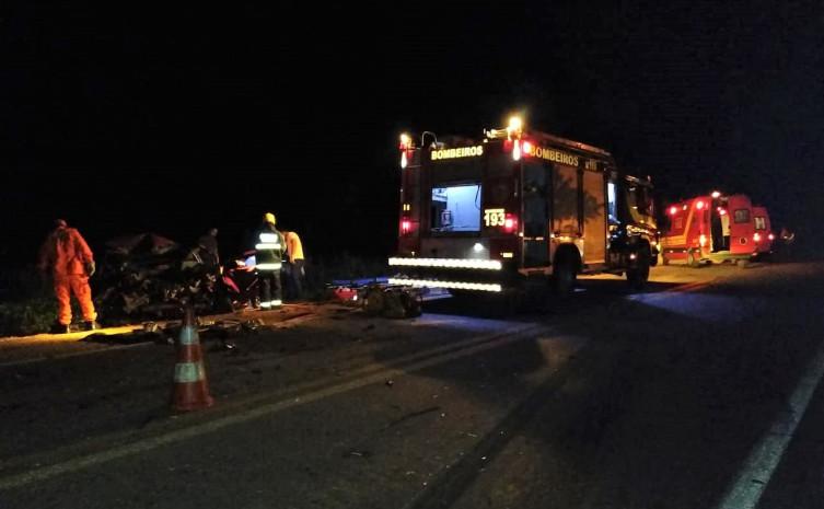 Bombeiros militares desencarceram motorista em grave colisão próximo a Cariri