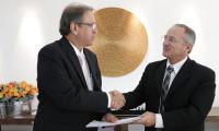 Estado firma acordo com instituição para viabilizar bolsas de pós-graduação