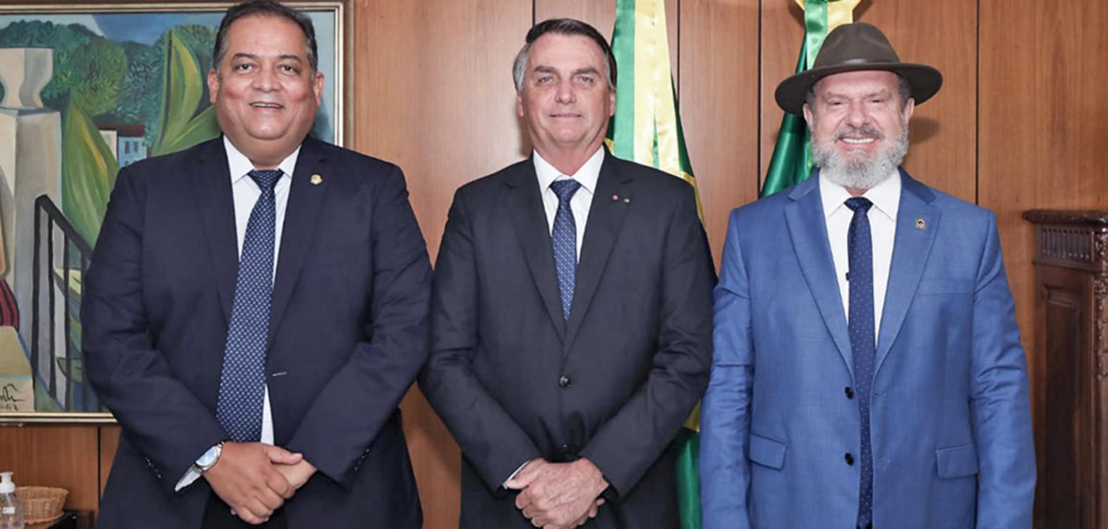 Governador Carlesse, acompanhado do senador Eduardo Gomes, reuniu-se com o presidente Jair Bolsonaro para tratar de obras e recursos