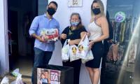 Servidores da ATI entregam à Casa 8 de março cestas arrecadadas em campanha do Dia das Mães