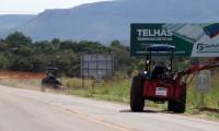 Governo do Tocantins executa roço mecanizado às margens da TO-010