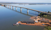 Governo do Tocantins inicia trabalho com balsas que serão usadas nas fundações submersas da nova Ponte de Porto Nacional