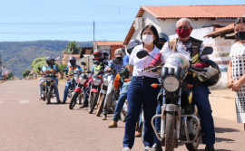 Governo do Tocantins atende mototaxistas de Paraíso com 3,2 toneladas de kits de alimentos