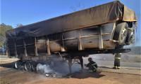 Bitrem pega fogo e bombeiros militares são acionados para o combate