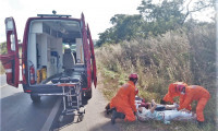 Capotamento: bombeiros militares atendem vítimas a caminho de Paraíso do Tocantins