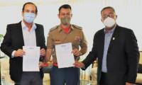 Secretário Tom Lyra itermedeia doação de computadores da Fieto para o Corpo de Bombeiros do Estado do Tocantins