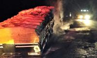 Ônibus tomba, passageiro fica preso e bombeiros militares são acionados para o resgate