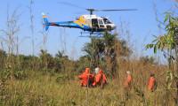 Brigadistas recebem treinamento para combate a incêndios e realizam ações de prevenção no Parque Estadual do Cantão com aeronave