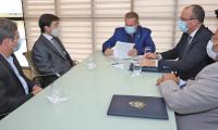 Governador Carlesse assina renovação de isenção de ICMS sobre combustível para Azul Linhas Aéreas