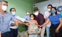 Em Araguatins e Axixá, governador Carlesse faz entrega de kits de alimentação