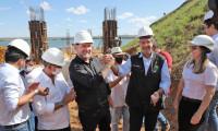 Semana do Governador Carlesse é marcada por homenagem em Porto Nacional, lançamento de linha de crédito para o setor de turismo em Caseara e entrega de caminhões aos municípios