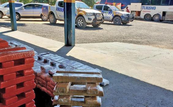 Polícia Militar apreende mais de 200 kg de entorpecentes dentro de um ônibus de turismo em Gurupi