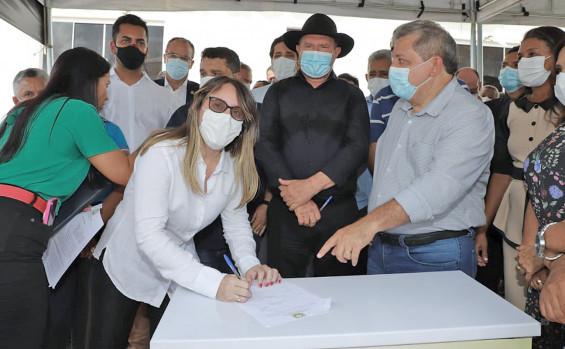 Governador Carlesse assina convênio para realização de cirurgias eletivas no Hospital Municipal de Sítio Novo