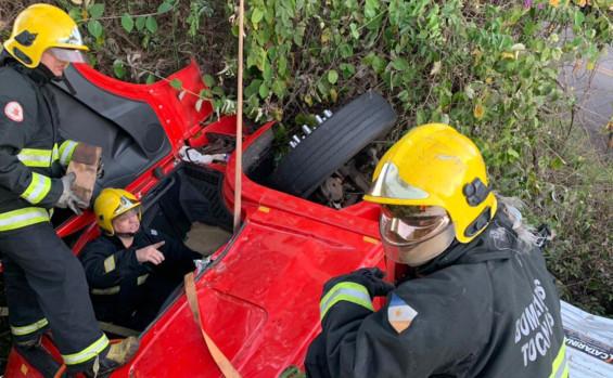 Socorristas do Corpo de Bombeiro desencarceram quatro vítimas de acidente em Araguatins