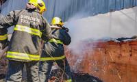 Corpo de Bombeiros Militar é acionado para combater incêndio em depósito em Araguaína