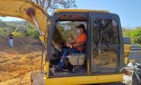 Dois custodiados da Unidade Penal de Palmeirópolis participam de curso de operador de escavadeira hidráulica
