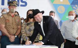 Governador Carlesse vistoria obras de escola em Araguaína e anuncia matrículas na ETI Jardenir Jorge