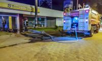 Augustinópolis: bombeiros militares combatem fogo em agência bancária
