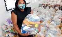 Em mais uma etapa, Governo do Tocantins entrega 110 toneladas em cestas básicas