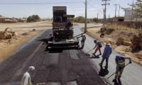 Rota alternativa para tráfego de cargas, novo trecho da Avenida NS-15 começa a receber capa asfáltica