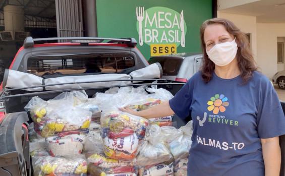 Governo do Tocantins doa kits de alimentos para famílias atendidas pelo Programa Mesa Brasil Sesc