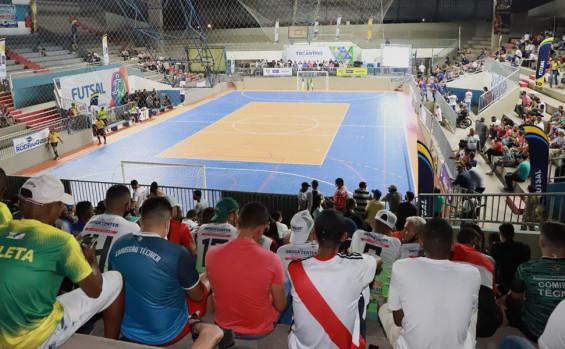 Governador Carlesse entrega melhorias do Ginásio de Esportes Idanizete de Paula, em Gurupi