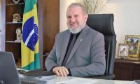 Governador Carlesse recebe representantes do Governo Federal em evento de entrega e assinatura de cessão de áreas para piscicultura no Estado