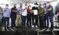 Governador Carlesse promove cidadania na entrega títulos de imóveis urbanos a 179 famílias em Gurupi