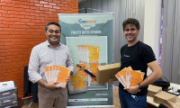 Presidente da Adetuc recebe exemplares de livro de poemas inéditos do dramaturgo Ronaldo Araújo