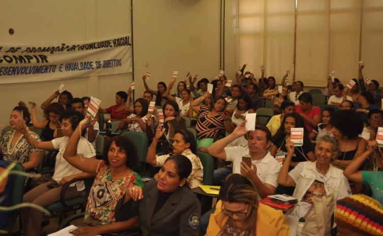 Sociedade Civil e representantes governamentais votam propostas para levar à Estadual.