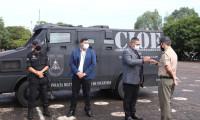 Polícia Militar recebe doação de carro blindado para uso em operações de alto risco e escolta