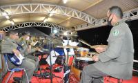 Banda de música da Polícia Militar se apresenta no Shopping Capim Dourado em Palmas
