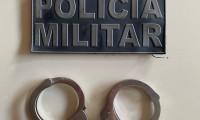Polícia Militar prende dois homens, cinco horas após roubarem e agredirem um senhor de 59 anos em Combinado