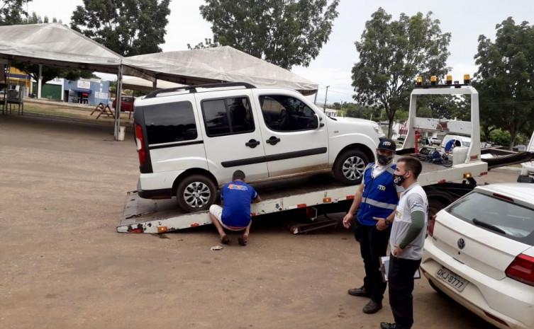 Veículo apreendido realizando transporte clandestino no município de Araguatins